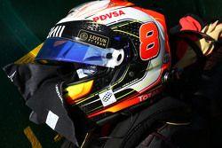 Der Helm von Romain Grosjean, Lotus F1 Team, in der Startaufstellung