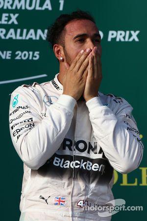 El ganador de la carrera, Lewis Hamilton, Mercedes AMG F1