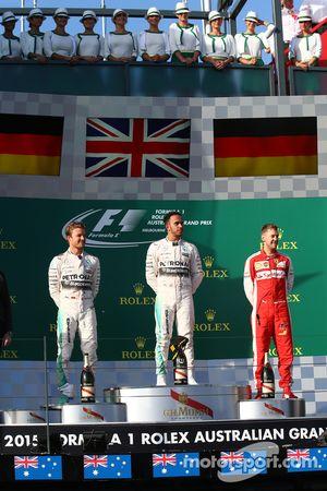 El ganador de la carrera, Lewis Hamilton, Mercedes AMG F1, segundo lugar, Nico Rosberg, Mercedes AMG F1 W06 y el tercer lugar, Sebastian Vettel, Ferrari