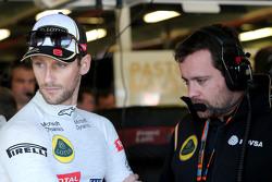 Romain Grosjean, Lotus F1 Team et Julien Simon-Chautemps, Ingénieur de course Lotus F1 Team