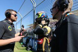 Пастор Мальдонадо, Lotus F1 Team и Марк Слейд, Lotus F1 Team, гоночный инженер