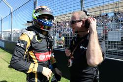 Pastor Maldonado, Lotus F1 Team et Mark Slade, Ingénieur de Course Lotus F1 Team