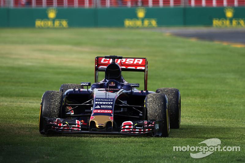 Max Verstappen.'in Scuderia Toro Rosso STR10'u yarış dışı kalıyor