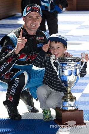 1. Mark Winterbottom, Prodrive Racing Australia, Ford, feiert