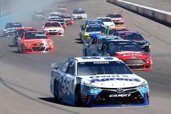 Brian Vickers, Michael Waltrip Racing Toyota en problemas