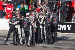 El equipo Stewart-Haas Racing celebra la victoria de Kevin Harvick