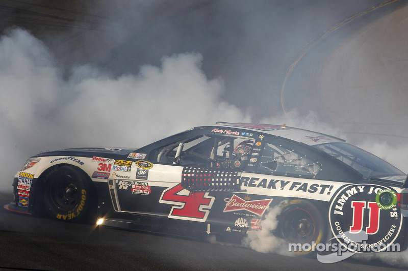 Race winner Kevin Harvick, Stewart-Haas Racing Chevrolet celebrates