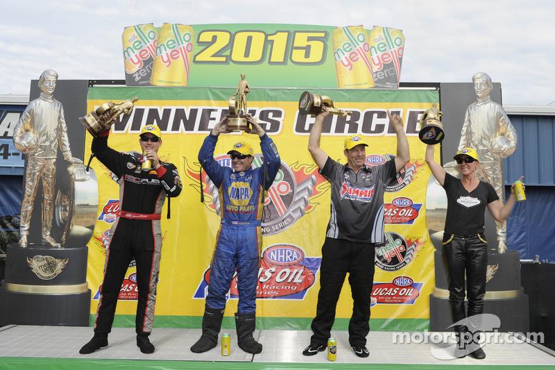 Top Fuel获胜者 Spencer Massey,趣味赛车获胜者 Ron Capps,专业卡车组获胜者 Greg Anderson, 专业车组获胜者 Karen Stoffer