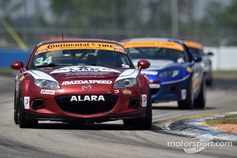 #34 Alara Racing, Mazda MX-5: Christian Szymczak, Devin Jones