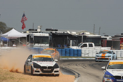 #84 BimmerWorld Racing BMW 328i: James Clay, Jason Briedis in problemen