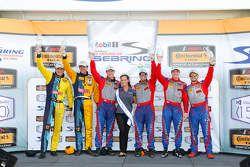 Podio: ganadores de la carrera Robin Liddell, Andrew Davis, Stevenson Motorsports, el segundo lugar