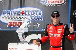 Ganador de la Carrera Kevin Harvick, JR Motorsports Chevrolet celebra