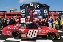 Ganador Kevin Harvick, JR Motorsports Chevrolet celebra