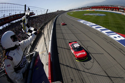 Kevin Harvick, JR Motorsports Chevrolet takes the win