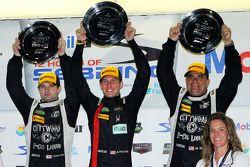 Подиум, класс PC: Майк Гуаш, Эндрю Палмер, том Кимбер-Смит, первое место, PR1 Mathiasen Motorsports