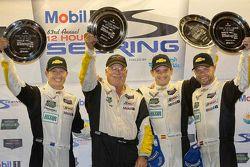GTLM组别获胜者 Ryan Briscoe, Jan Magnussen, Antonio Garcia, Corvette Racing