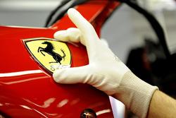 Cheval Cabré Ferrari sur la ligne d'assemblage