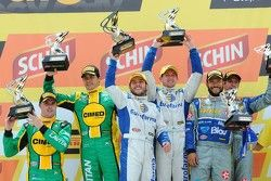 Podium: race winners Ricardo Maurício, Nestor Girolami, second place Marcos Gomes, Mark Winterbottom