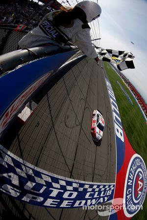 Brad Keselowski, Team Penske Ford takes the win