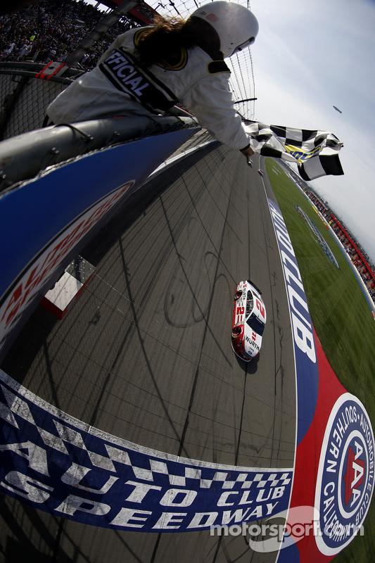 Brad Keselowski, Team Penske Ford meraih kemenangan