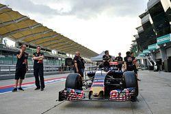 Scuderia Toro Rosso STR10 на проверке
