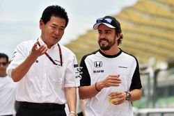 (L to R): Yasuhisa Arai, Honda Motorsport Chief Officer with Fernando Alonso, McLaren