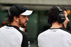 Fernando Alonso, McLaren with Andrea Stella, McLaren Race Engineer