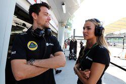 (De izquierda a derecha): Jolyon Palmer, Test F1 Team Lotus Piloto de Reserva con Carmen Jorda, Lotus F1 Piloto de Desarrollo Equipo