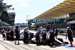 Valtteri Bottas, Williams FW37 and Felipe Massa, Williams FW37 in the pits