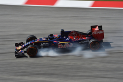 Carlos Sainz Jr., Scuderia Toro Rosso STR10 locks up under braking