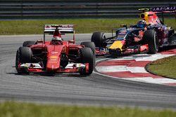 Kimi Raikkonen, Ferrari SF15-T leads Daniil Kvyat, Red Bull Racing RB11