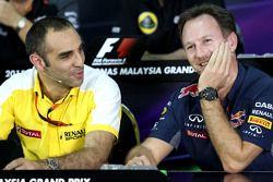 Глава Renault Sport F1 Сириль Абитбуль и спортивный директор Red Bull Racing Кристиан Хорнер