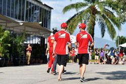 (L to R): Kimi Raikkonen, Ferrari with team mate Sebastian Vettel, Ferrari