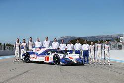 #1 Toyota Racing Toyota TS040 и пилоты - Стефан Сарразен, Майк Конвэй, Александр Вурц, Энтони Дэвидс