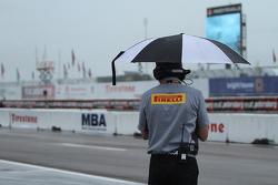 Pirelli World Challenge official під дощем