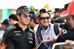 Серхіо Перес, Sahara Force India F1 роздає автографи фанатам