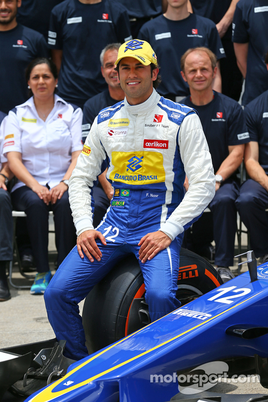 Felipe Nasr, Sauber F1 Team at a team photograph