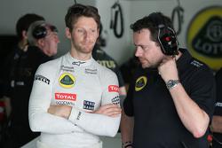 Ромен Грожан, Lotus F1 Team та Жюльєн Симон-Шотан, Lotus F1 Team гоночний інженер