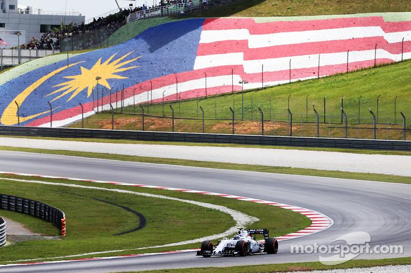 Valtteri Bottas, Williams FW37 sends sparks flying