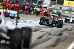 Льюис Хэмильтон Mercedes AMG F1 W06