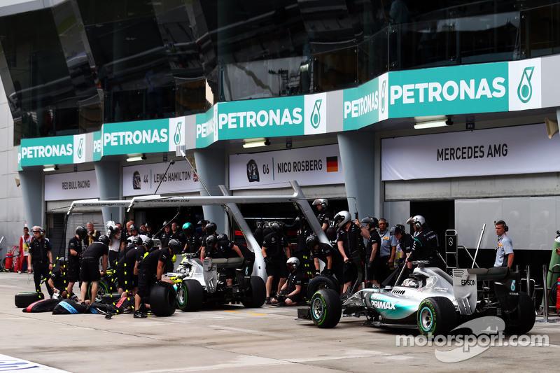 40ª pole del británico en Malasia 2015