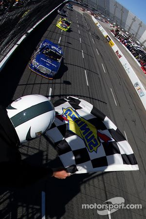Joey Logano, Brad Keselowski Racing Ford, pakt de overwinning