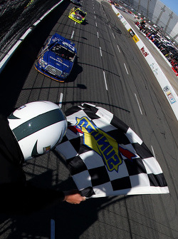 Joey Logano, Brad Keselowski Racing Ford se lleva la victoria