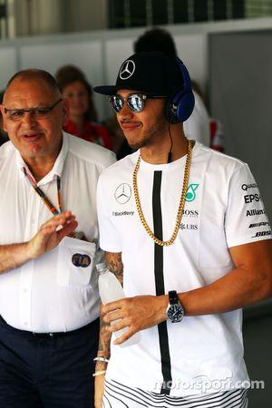 Lewis Hamilton, Mercedes AMG F1, mit Pat Behar, FIA, bei der Fahrerparade