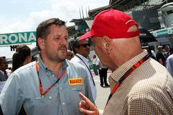 Пол Хэмбри, директор автоспортивного направления Pirelli с Ники Лаудой, неисполнительным директором