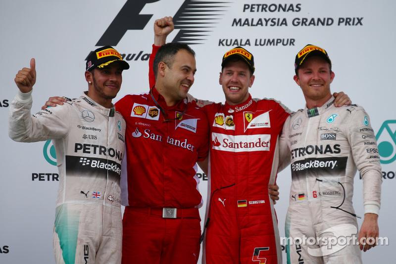 Podio: ganador de la carrera, Sebastian Vettel, de Ferrari, el segundo lugar de Lewis Hamilton, Mercedes AMG F1, el tercer lugar Nico Rosberg, de Mercedes AMG F1 W06