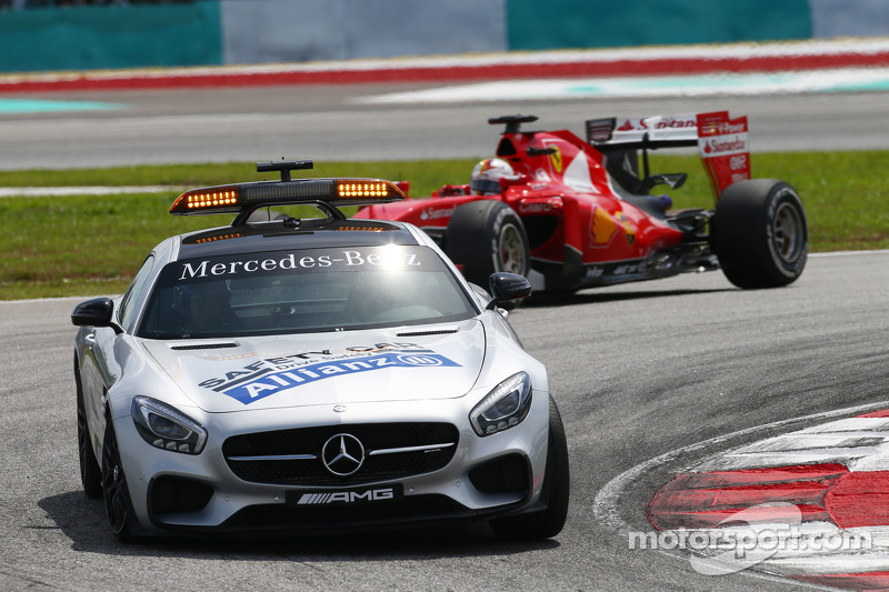 Sebastian Vettel, Ferrari SF15-T, hinter dem FIA Safety-Car