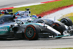 Nico Rosberg, Mercedes AMG F1 W06 et Felipe Massa, Williams FW37 en lutte