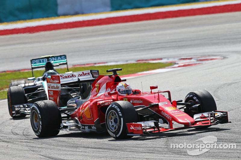 Однако прошло всего две недели, и в жаре «Сепанга» Феттель в честной борьбе на трассе переиграл Хэмилтона с Росбергом, впервые выиграв гонку за рулем алой машины