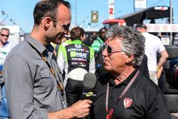 غاي كوسمو من تلفزيون موتورسبورت مع ماريو أندريتي